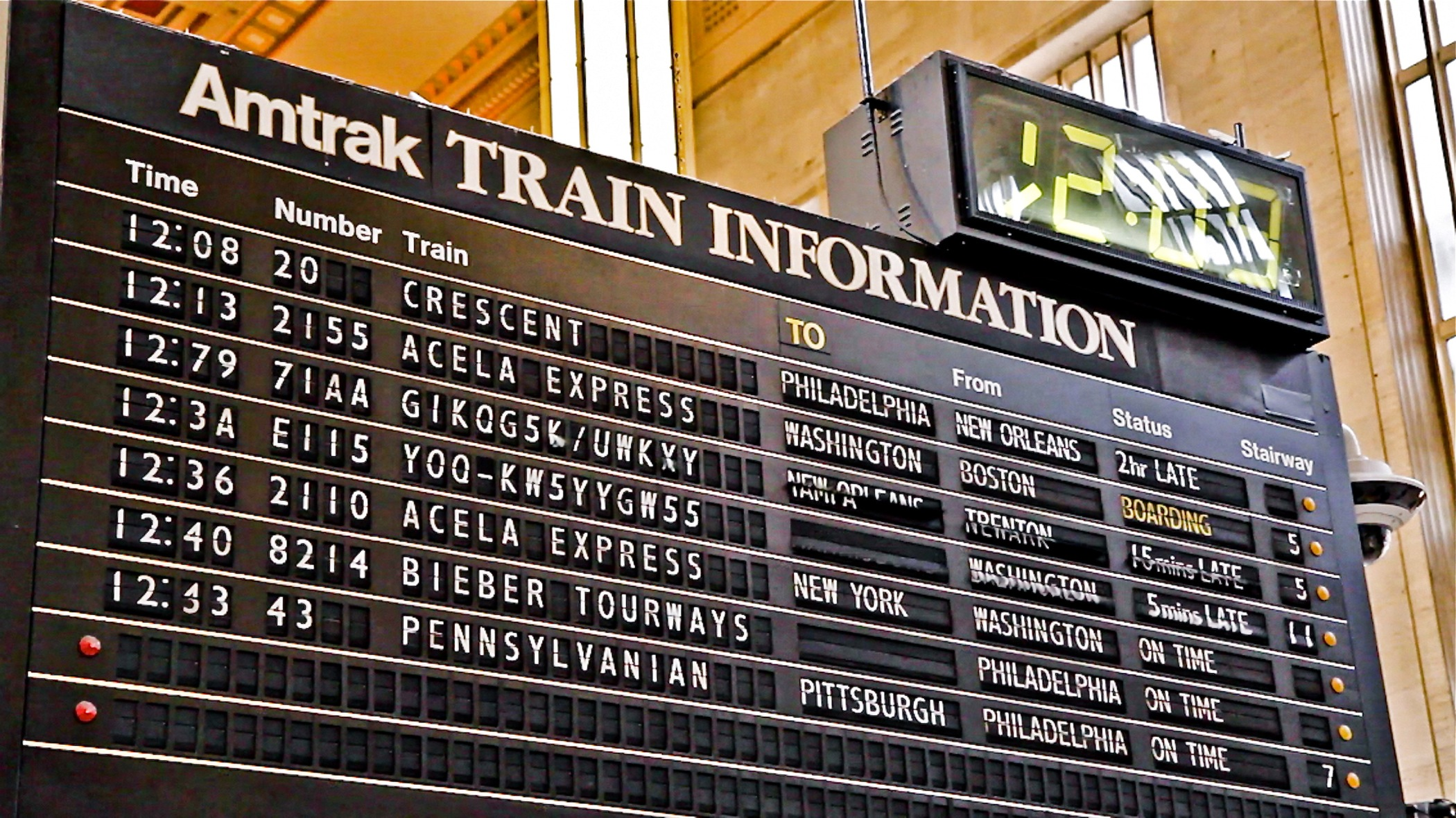 flipboard flip-flop: 30th street station's split-flap schedule board