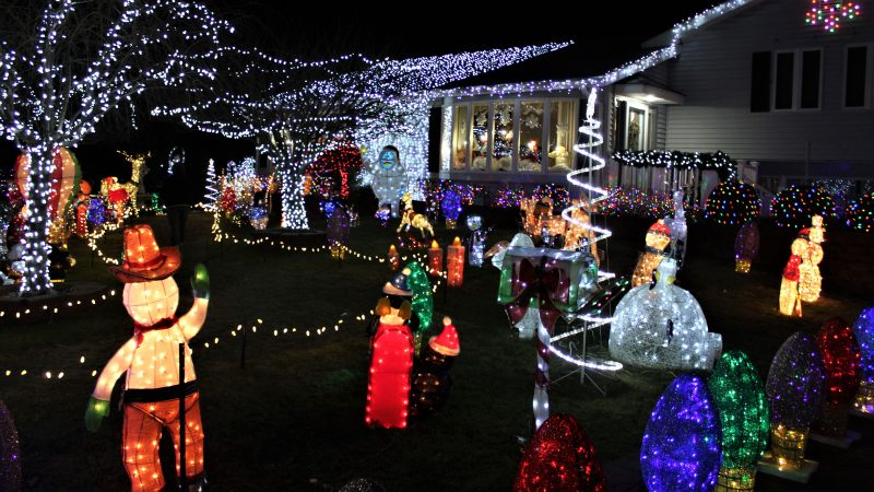The Yard Family's big display in Absecon, N.J. (Bill Barlow/for WHYY)