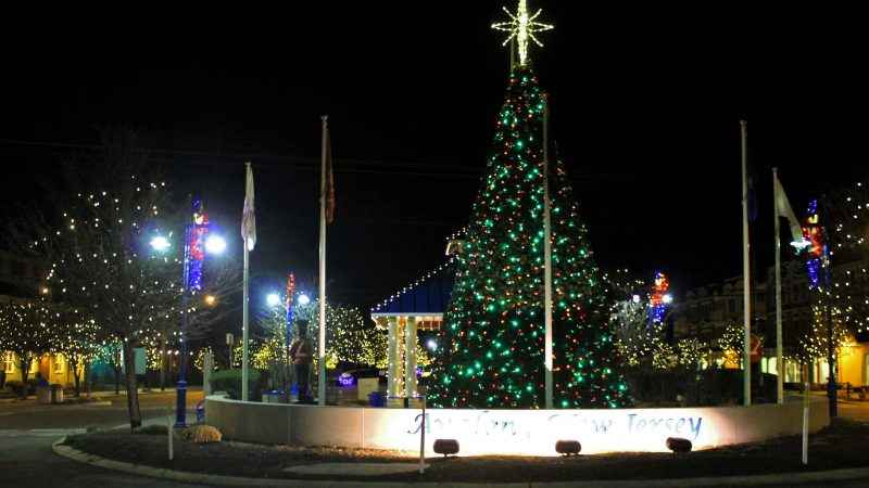 Christmas tree in Avalon, N.J. (Bill Barlow/for WHYY)
