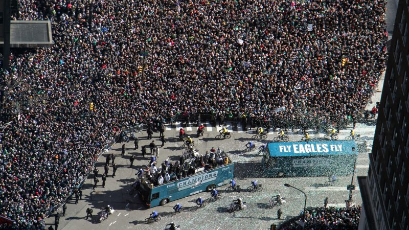 The Eagles turn the corner onto the Ben Franklin Parkway where thousands of fans gathered for the Super Bowl parade on Feb. 8, 2018. (Emma Lee/WHYY)
