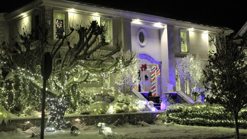 One of the mondern homes lit up in Margate, N.J. (Bill Barlow/for WHYY)