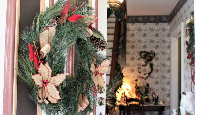 Wreath at the Twin Gables B&B, which was built in 1879. (Bill Barlow/for WHYY)