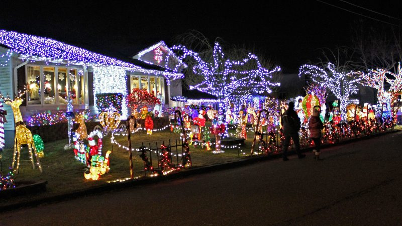 The Yard Family display in Absecon, N.J. (Bill Barlow/for WHYY)