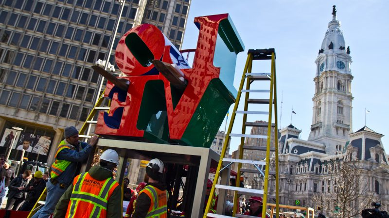 The Love Sculpture returns to Love Park just ahead of Valentine's Day 2018. (Kimberly Paynter/WHYY)