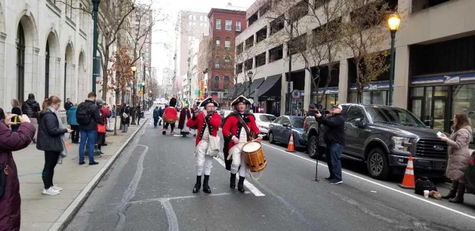 Colonial fife and drum lead parade to Wawa opening near Independence Hall. (Tom MacDonald/WHYY)