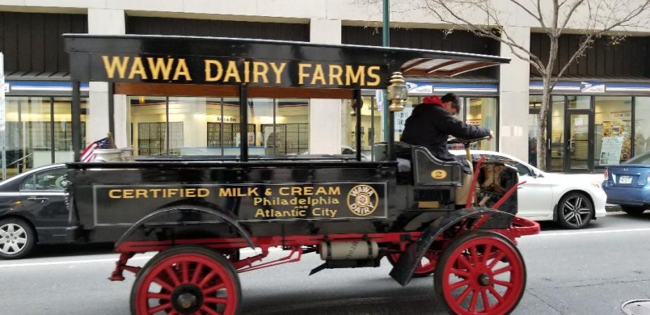 A vintage Wawa truck added to the parade (Tom MacDonald/WHYY)