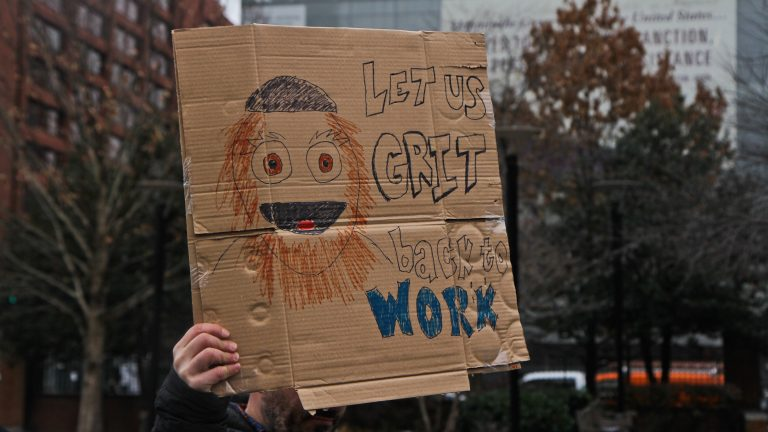 Federal government employees rally to call for an end to the shutdown on Independence Mall Tuesday. (Kimberly Paynter/WHYY)