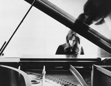 Carole King in 1972. (AP Photo)