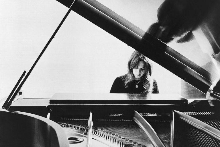 Carole King in 1972. (AP Photo)