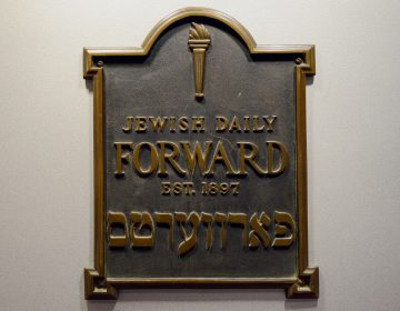 A plaque from the original Daily Forward office, seen adorning its Lower Manhattan headquarters in 2013. (Stan Honda/AFP/Getty Images)