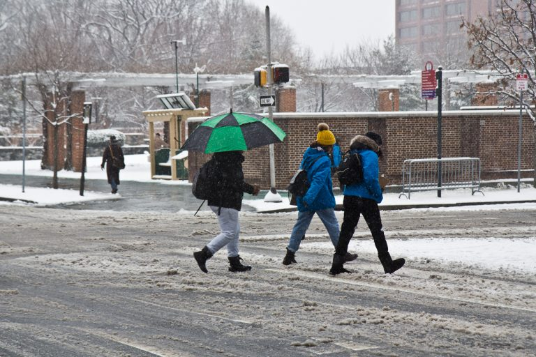 Snowy conditions around Independence Hall. (Kim Paynter/WHYY)