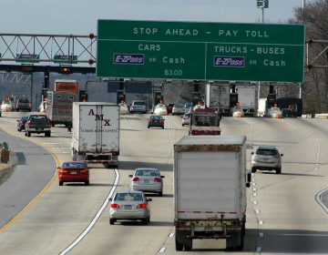 Vehicles arrive at the Delaware toll plaza on I-95 in Newark, Del., Friday, January 6, 2006. (AP Photo/Pat Crowe II)