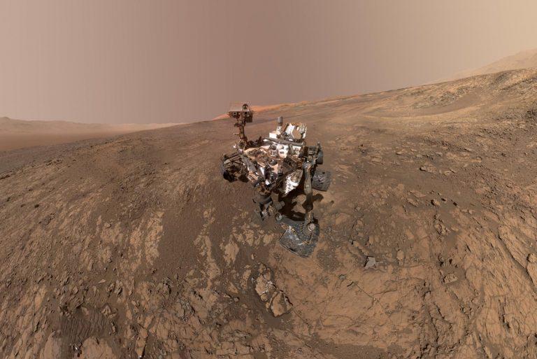 This self-portrait of NASA's Curiosity Mars rover shows the vehicle on Vera Rubin Ridge. (NASA/JPL-Caltech/MSSS)