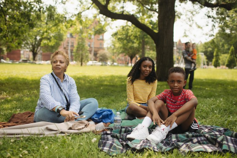Parkside picnicking during 2018 West Park Arts Fest (Neal Santos for PlanPhilly)