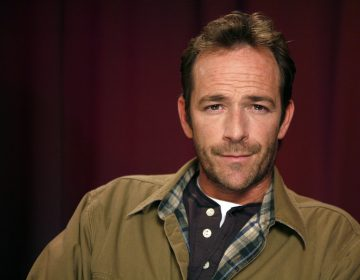 Actor Luke Perry poses for a portrait Wednesday, Jan. 26, 2011 in New York.  (AP Photo/Jeff Christensen)