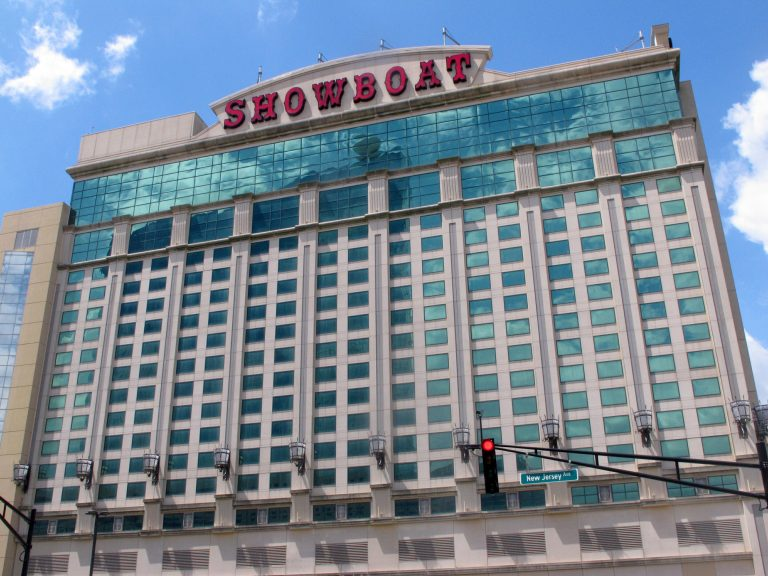 This June 8, 2016 photo shows the exterior of the Showboat hotel in Atlantic City, N.J. (Wayne Parry/AP Photo)