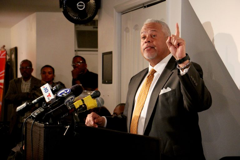 State Sen. Anthony Williams announces he will run for mayor of Philadelphia. (Emma Lee/WHYY)