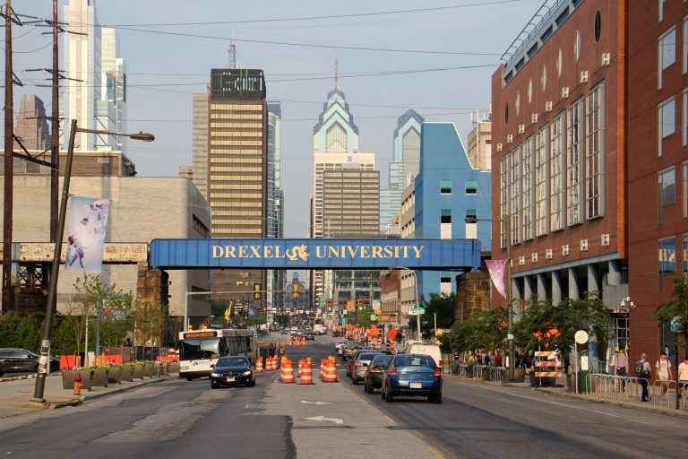 Thousands of people travel between University City and Center City daily. (Emma Lee/WHYY)