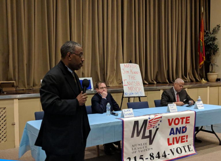 WURD radio host Vincent Thompson hosted the mayoral debate organized by the Muslim League of Voters Tuesday (Michael D'Onforio/The Philadelphia Tribune)