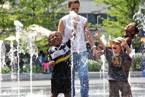 Children play in the fountain at Dilworth ParK. (Emma Lee/WHYY)
