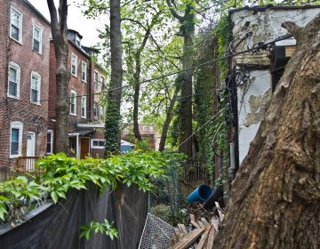 A former garage located behind homes on 51st Street is slated for redevelopment into an apartment building. (Kimberly Paynter/WHYY)