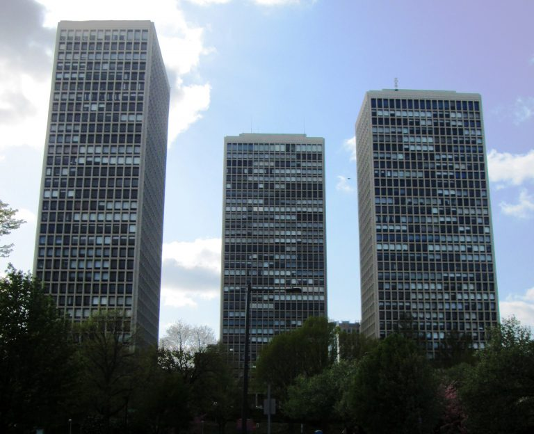 As part of the city's renewal project, architect I. M. Pei was brought in to design the Society Hill Towers. Each unit  was designed to have floor-to-ceiling windows along the exterior wall providing for a brilliant view of Philadelphia or the Delaware River.  (Photo via Wikimedia Commons)