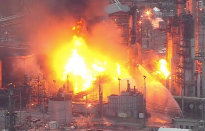 Refinery fire in South Philadelphia Friday morning, June 21, 2019 (NBC Philadelphia)