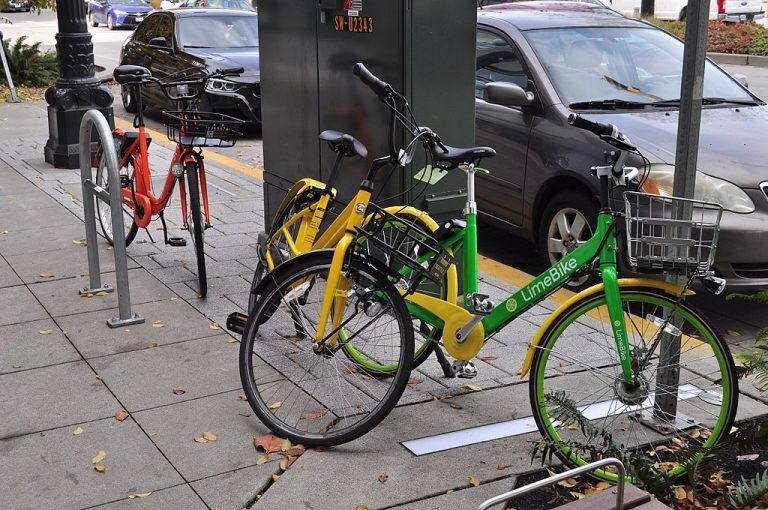The city plans to distribute only two licenses and each business will be limited to 1,200 bikes. (Joe Mabel/PlanPhilly)