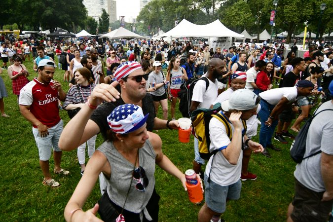 Thousands enjoyed the festivities on the Parkway for the 2019 Welcome America festival. (Bastiaan Slabbers for WHYY)