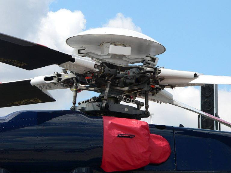 Sikorsky S-92 rotor (David Monniaux [CC BY-SA 3.0 (http://creativecommons.org/licenses/by-sa/3.0/)]