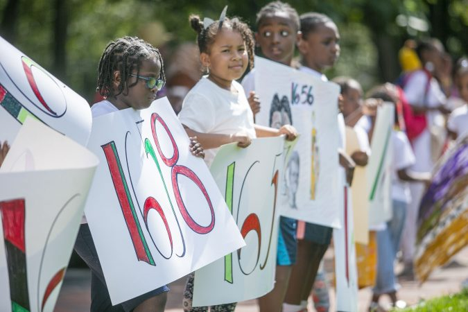 Hundreds gather at the President's House on Independence Mall to commemorate the 400th anniversary of the first arrival of enslaved Africans. (Miguel Martinez for WHYY)