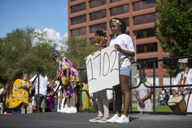 Breyann Morgan, 10, and Kenya Armstrong, 6, participate in a gathering at the President's House to commemorate 400th anniversary of the first arrival of enslaved Africans. (Miguel Martinez for WHYY)