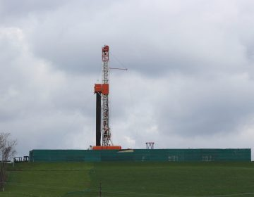 A shale gas drilling rig in Washington, Pa. (Michael Rubinkam/AP Photo)