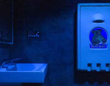 Blue lights bathe the bathroom at a Center City Starbucks (Michaela Winberg/Billy Penn)