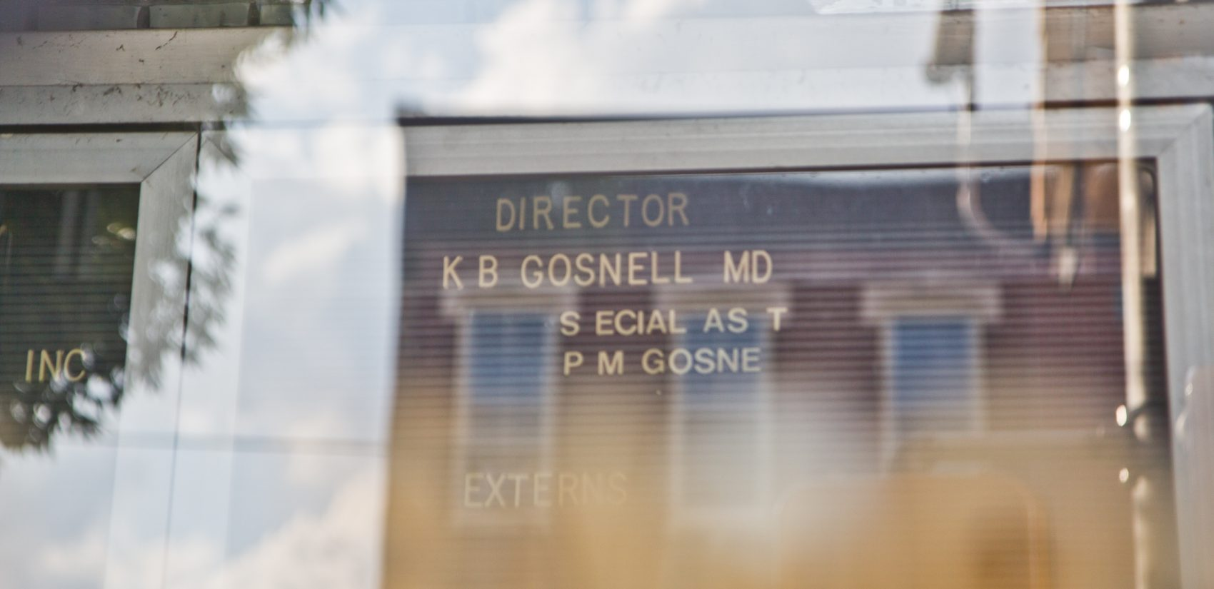 The name of the convicted murderer still adorns the door of the former clinic in West Philadelphia. (Kimberly Paynter/WHYY)