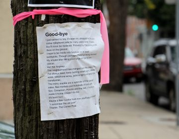 A sentimental goodbye note written from the point of view of an old utility pole in South Philly went viral on Twitter and was read around the world. (Emma Lee/WHYY)