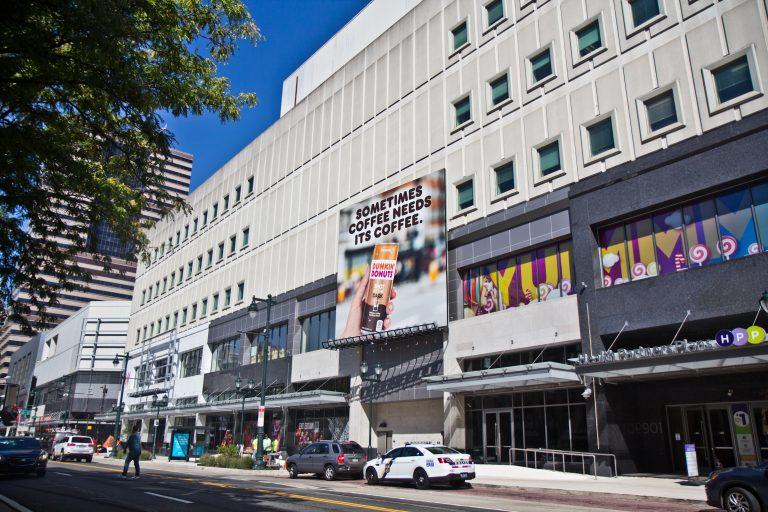 Philadelphia's Fashion District. (Kimberly Paynter/WHYY)