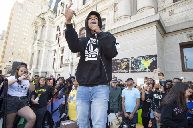 Rapper Bars of Steel entertains the crowd. (Jonathan Wilson for WHYY)