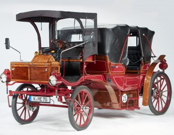 This e-carriage made by ETours replaced horse-driven carriages in German cities. (ETours/ Peter Czwiertnia)