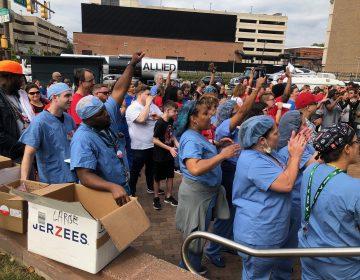 Workers rally outside Temple University Hospital on Tuesday. (Nina Feldman/WHYY)