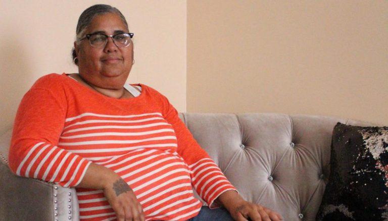 Ramona Hieye in her living room at her home in North Philadelphia. (Vanessa Dávila/AL DIA News)