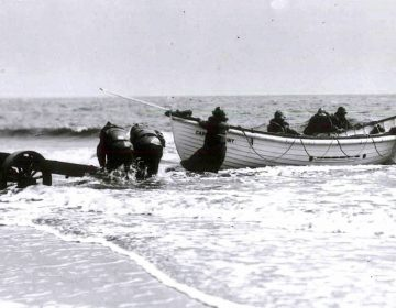 A surf boat and rescuers during a drill at Cape May in about 1915. (U.S. Lifesaving Service Heritage Association)