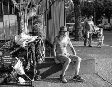 Mike Stepp, one of Nick's former neighbours  who has been homeless for around a decade, prepares to sleep in his regular spot in downtown McMinnville, Oregon, August 7, 2018. (Credit: Lynsey Addario)