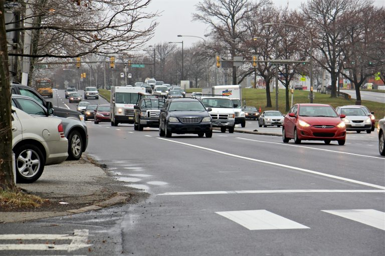 Traffic heads north on Roosevelt Boulevard near East Front Street. (Emma Lee/WHYY)