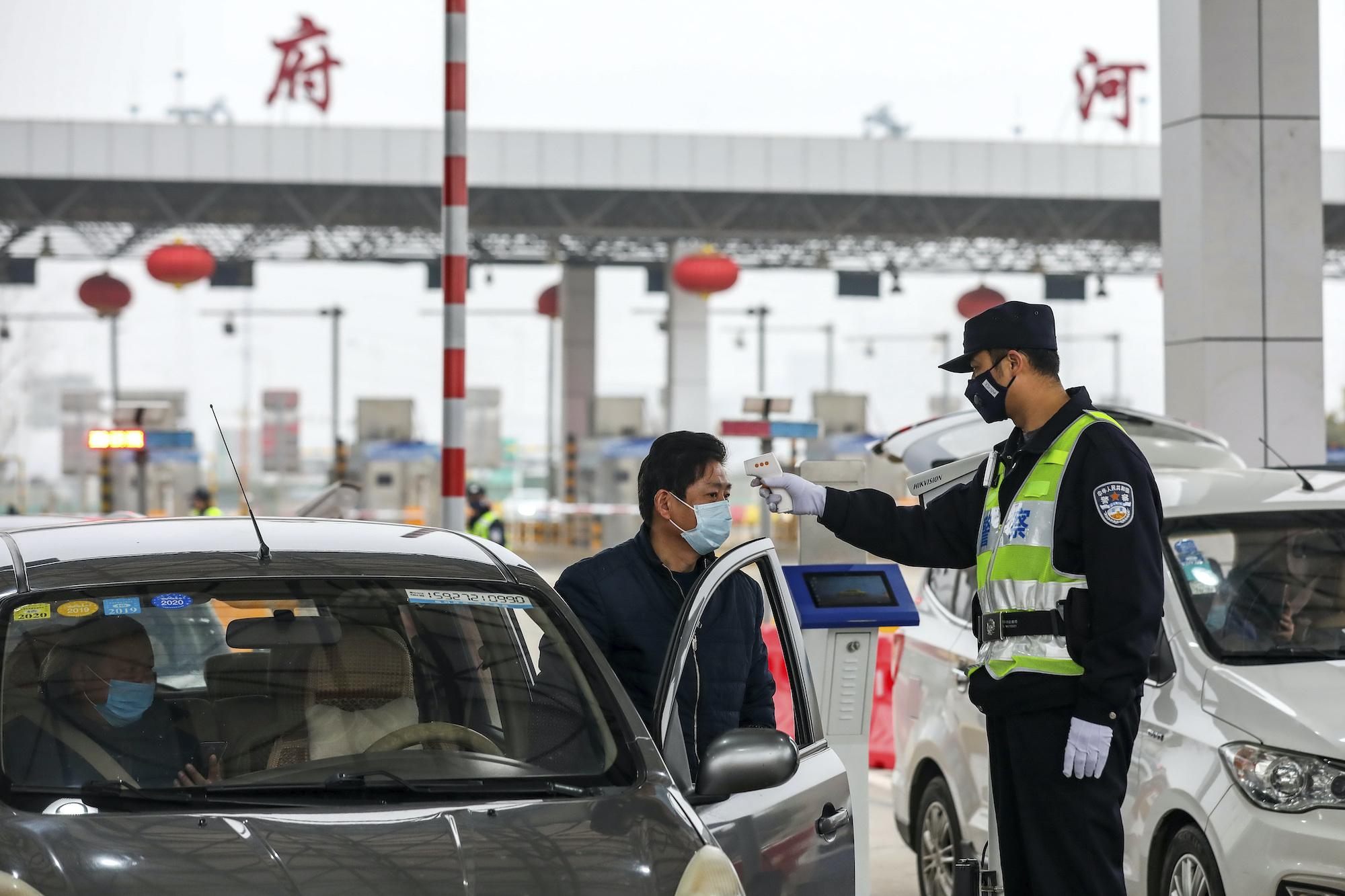 Social controls, SARS experience help China close off cities
