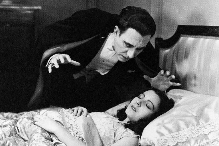 Dracula (Carlos Villarías) and Eva (Lupita Tovar) in Spanish Dracula. (Universal Studios Licensing LLC)