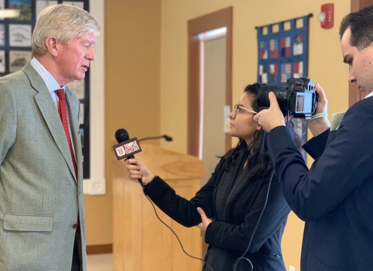 Temple students Luisa Suarez and Conall Smith (right) interviewing former Mass. Gov. Bill Weld in New Hampshire. (Kenneth Cooper)