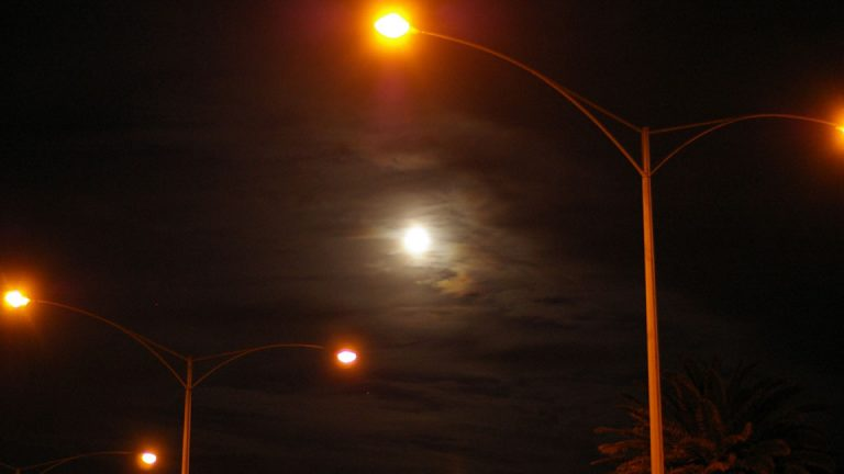 LED lighting can save municipalities up to 30% percent on their street lighting costs. (Flickr/CC BY-SA 4.0)