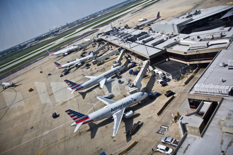 Planes are preparing for take off at the Philadelphia International Airport. (Kimberly Paynter/WHYY)