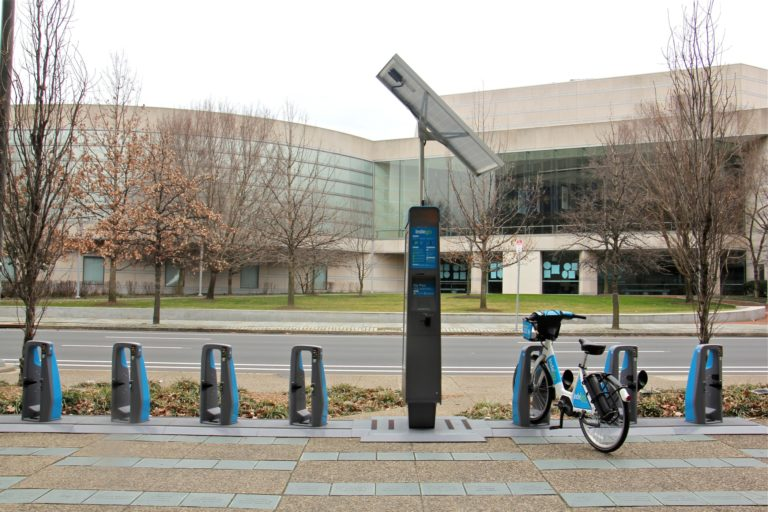 A nearly empty Indego docking station on 6th Street. (Emma Lee/WHYY)